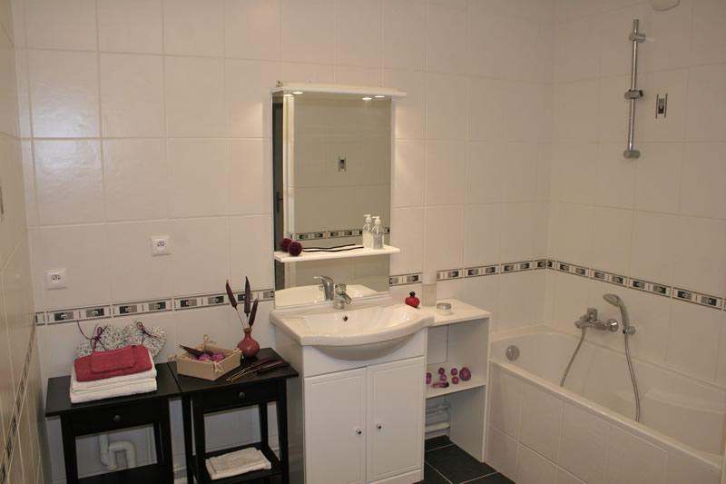 salle de bains luxembourg id e inspirante pour la conception d. Black Bedroom Furniture Sets. Home Design Ideas